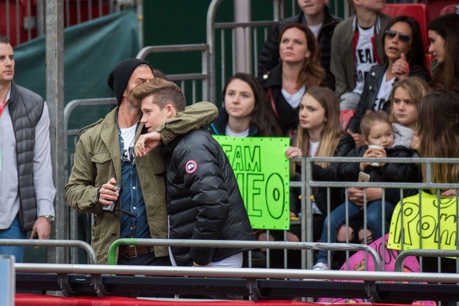 Dans les tribunes, toute la famille Beckham est présente pour soutenir Romeo