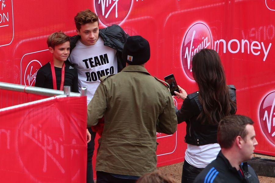 Romeo, David, Brooklyn et Victoria Beckham à Londres le 26 avril 2015