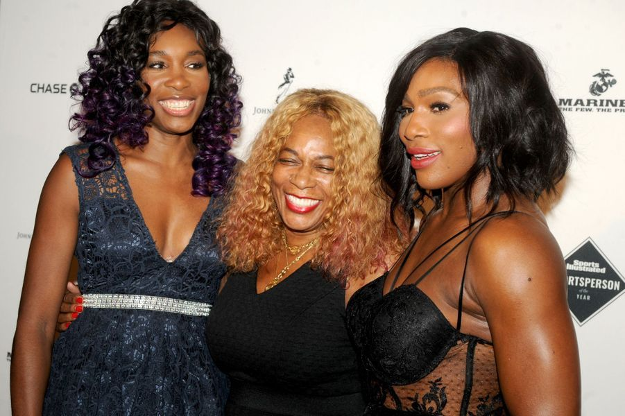 Venus et Serena Williams entourent leur mère, Oracene Price