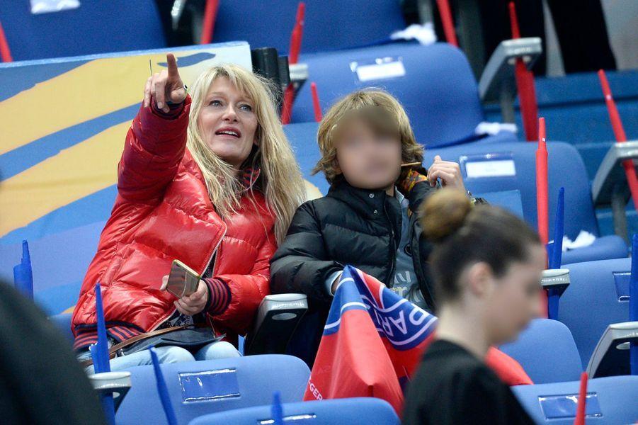 Isabelle Camus, avec son fils Joalukas au Stade de France, le 11 avril 2015