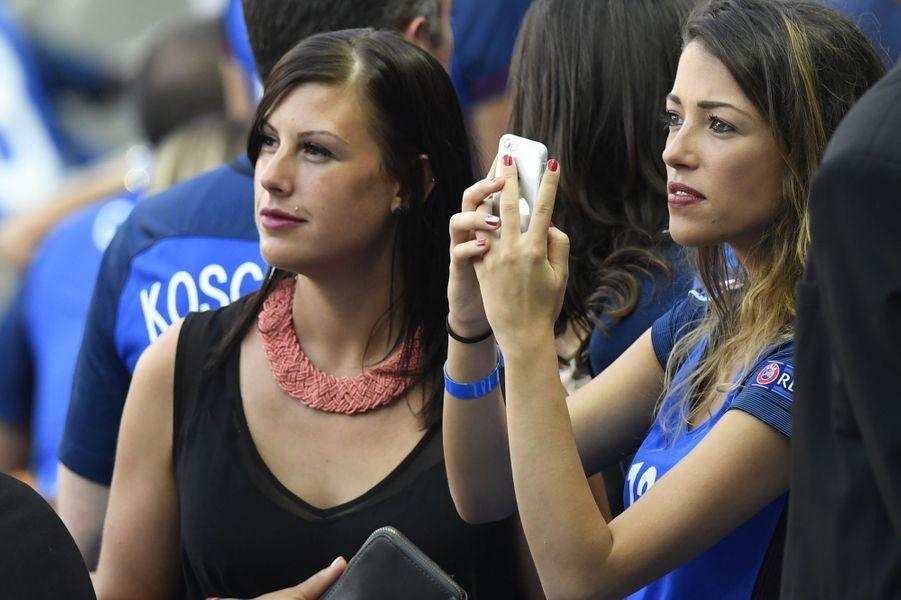Camille Sold, la compagne de Morgan Schneiderlin, au Stade de France pour la finale de l'Euro.