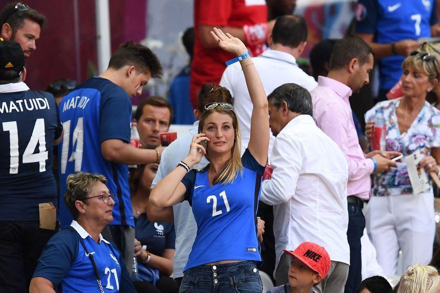 Claire, la femme de Laurent Koscielny, au Stade de France pour la finale de l'Euro.