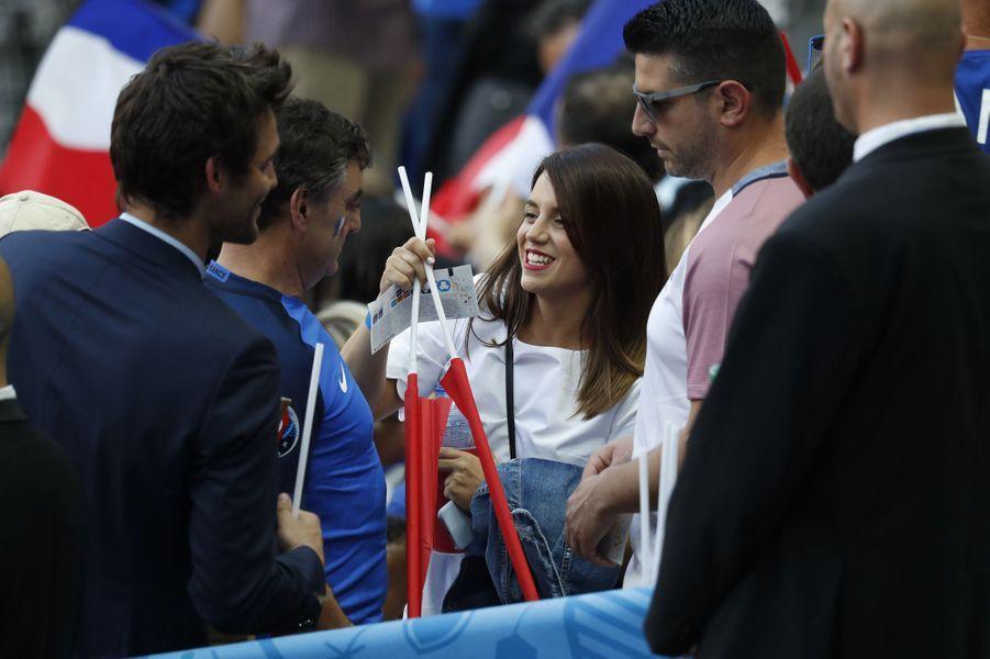 Erika, la compagne d'Antoine Griezmann, au Stade de France pour la finale de l'Euro.