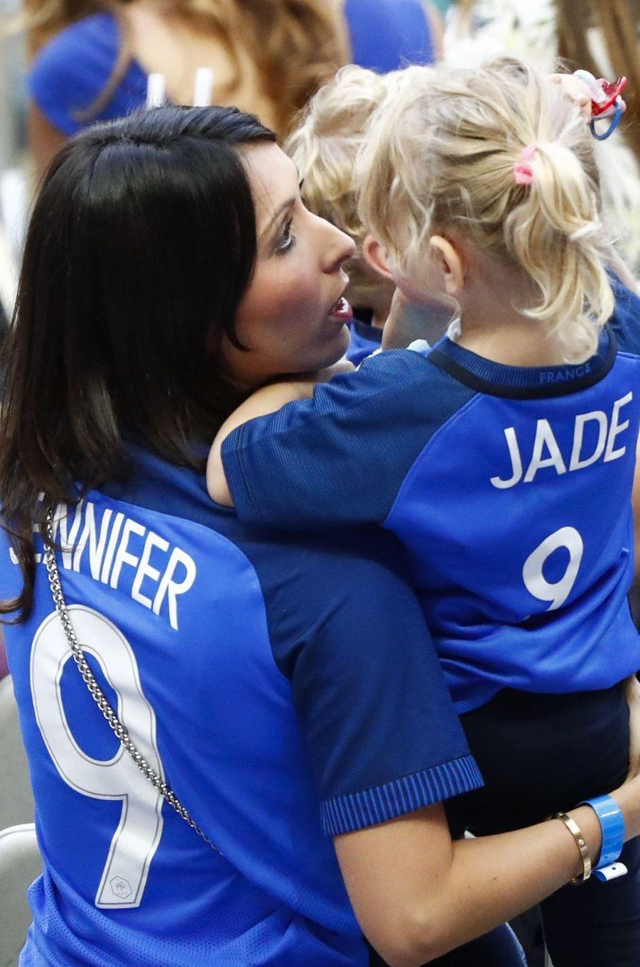 Jennifer, la femme d'Olivier Giroud, au Stade de France pour la finale de l'Euro.