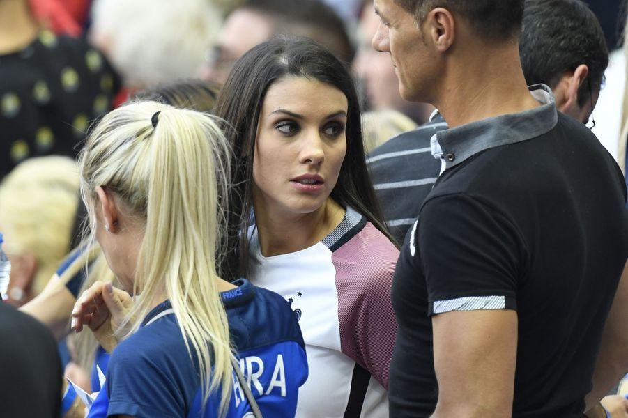 Ludivine Sagna, la femme de Bacary Sagna, au Stade de France pour la finale de l'Euro.