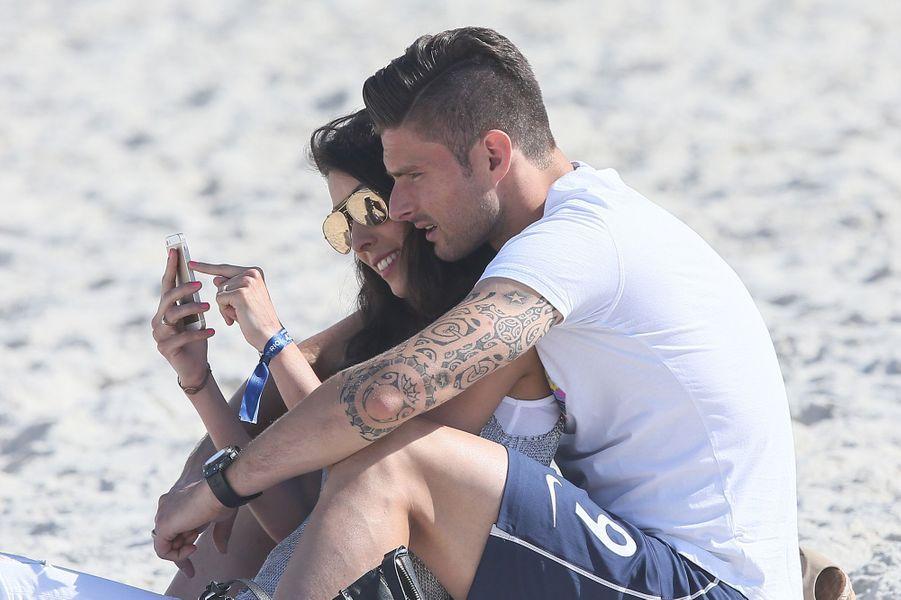 Olivier et Jennifer Giroud, moment détente sur une plage brésilienne