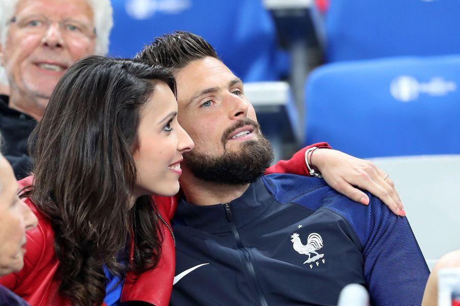 Olivier Giroud et son épouse, Jennifer, au Stade de France, le 3 juillet 2016.