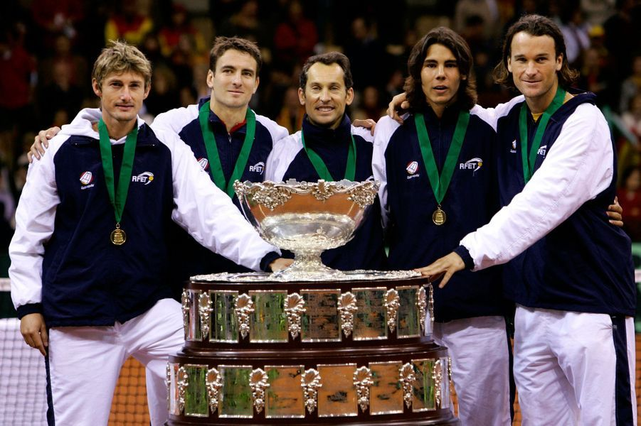 Rafael Nadal avec l'équipe de Coupe Davis de l'Espagne en 2004.