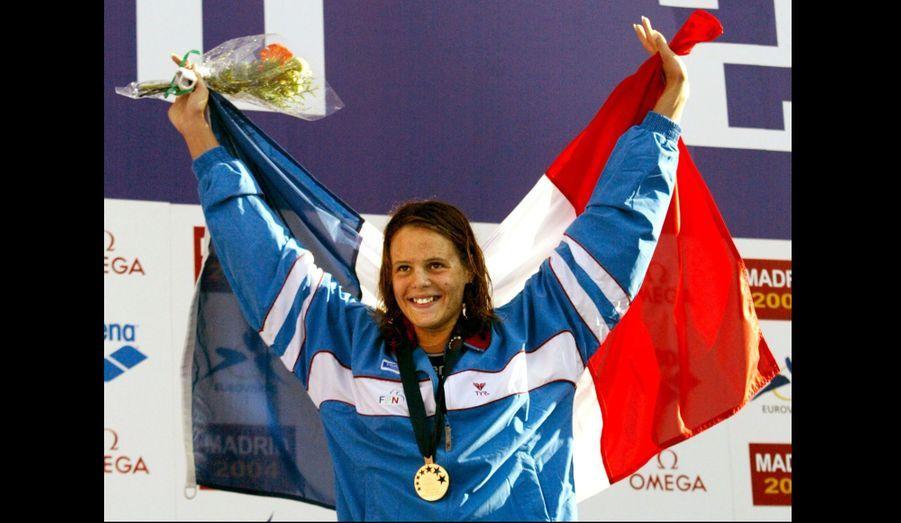 A Madrid, Laure Manaudou brille. A seulement 17 ans, elle repart avec trois médailles d'or (400 mètres nage libre, 100 mètres dos et le relais 4 × 100 mètres 4 nages).
