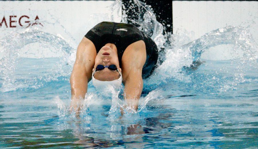 """En dépit de quelques victoires avant les J.O., c'est la déception pour Laure Manaudou, qui ne parvient pas à confirmer ses médailles d'Athènes. Profondément touchée, elle annonce faire un """"long break"""", et veut """"prendre le temps de la réflexion""""."""