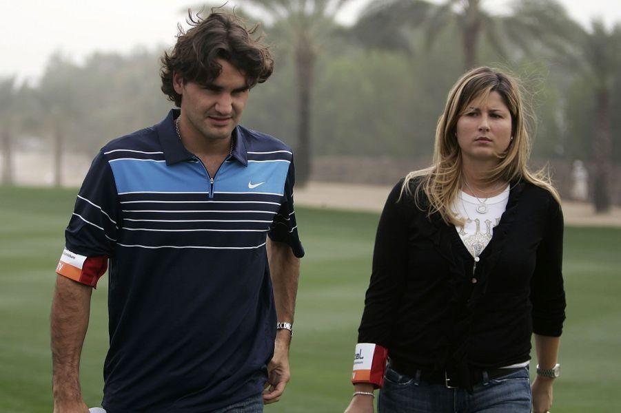 Roger Federer et Mirka VavrinecL'ancienne 76ème joueuse mondiale et la légende du tennis sont mariées depuis 2009. Ils sont parents de deux paires de jumeaux.