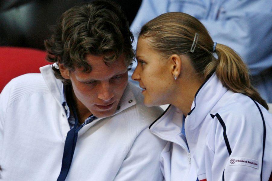 Tomas Berdych et Lucie SafarovaC'est à l'adolescence que les deux Tchèques commencent leur relation. Ils gravissent ensemble les échelons et deviennent pro en même temps. Leur couple résiste jusqu'en juillet 2011.