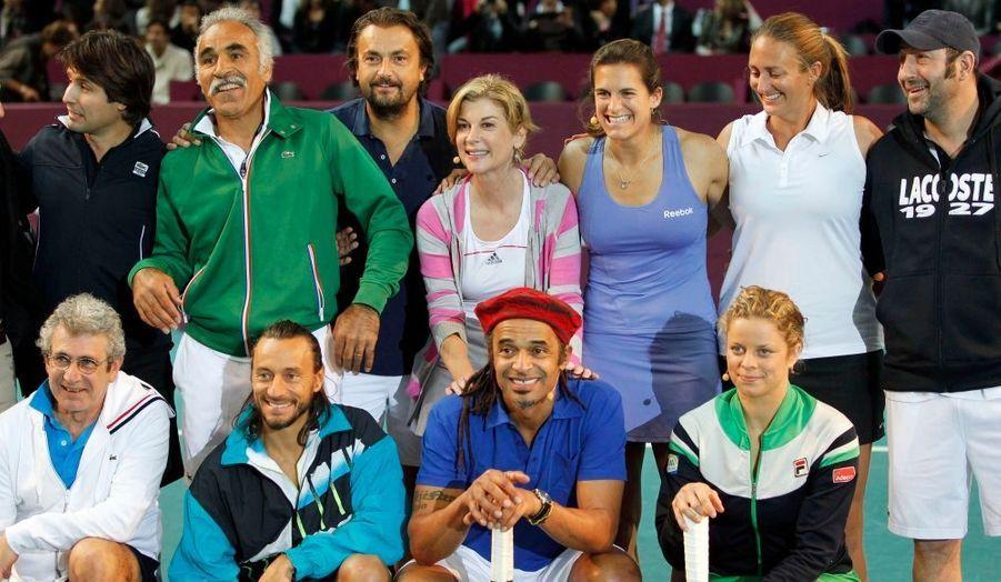 De gauche à droite et de haut en bas : Fabrice Santoro, Mansour Bahrami, Henri Leconte, Michele Laroque, Amelie Mauresmo, Mary Pierce, Kad Merad, Michel Boujenah, Bob Sinclar, Yannick Noah et Kim Clijsters.