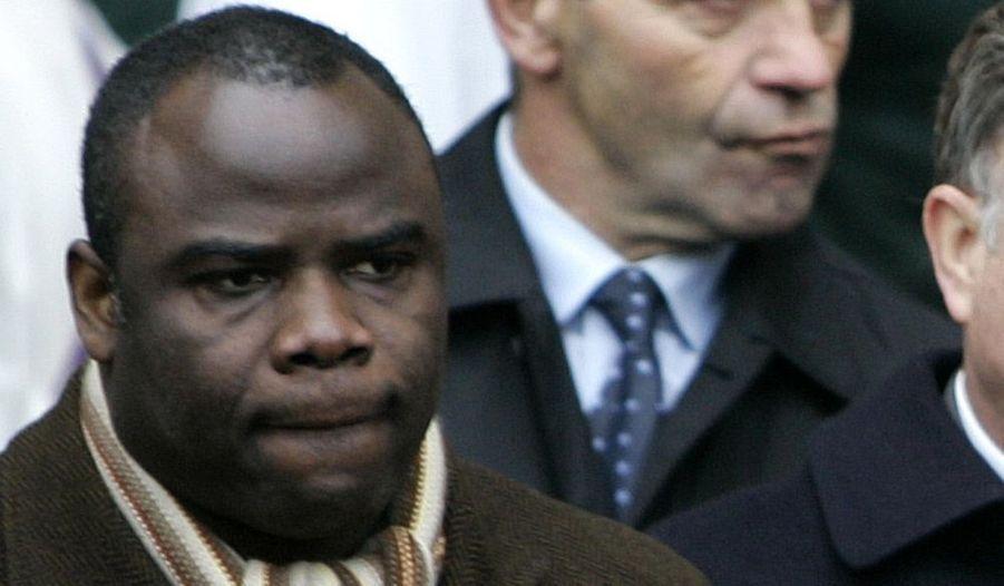L'ancien défenseur de l'Olympique de Marseille a été placé en garde à vue hier matin. Il est soupçonné d'abus de confiance et de recel d'abus de confiance.