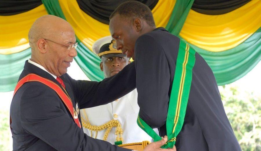 Le sprinter jamaïcain Usain Bolt, médaillé d'or cette année sur 100, 200 et 4x100 mètres, à Berlin, a été décoré lundi de l'Ordre de la Jamaïque, à Kingston.