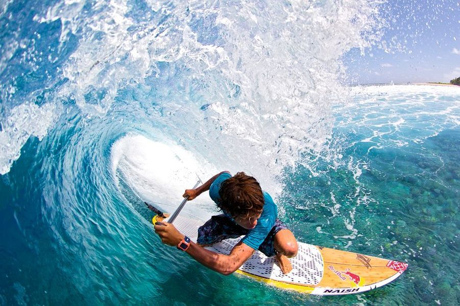 En stand up paddle aux îles Marshall, en 2011 : un futur champion de 19 ans.