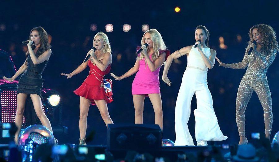 Les musiques sont les mêmes, la danse est la même. Les Spice Girls ont enflammé le stade olympique en faisant revivre l'époque Boys et Girls Band de la fin des années 90.