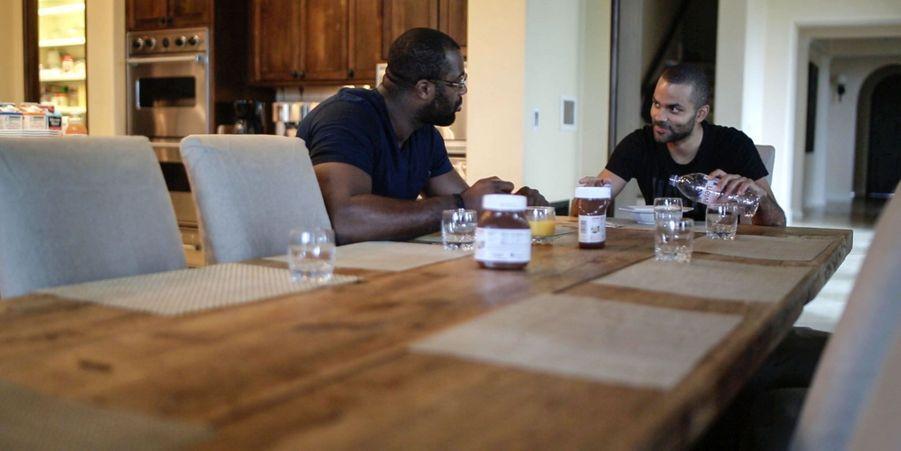 A table avec le meneur français des San Antonio Spurs.