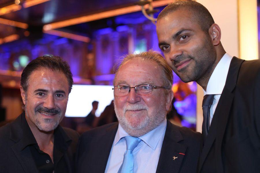 Tony Parker avec José Garcia et Jean-Yves Gleme, président de Rêves de gosse, au 9ème «Parc Cœur Gala» à Lyon, le 25 septembre 2014.