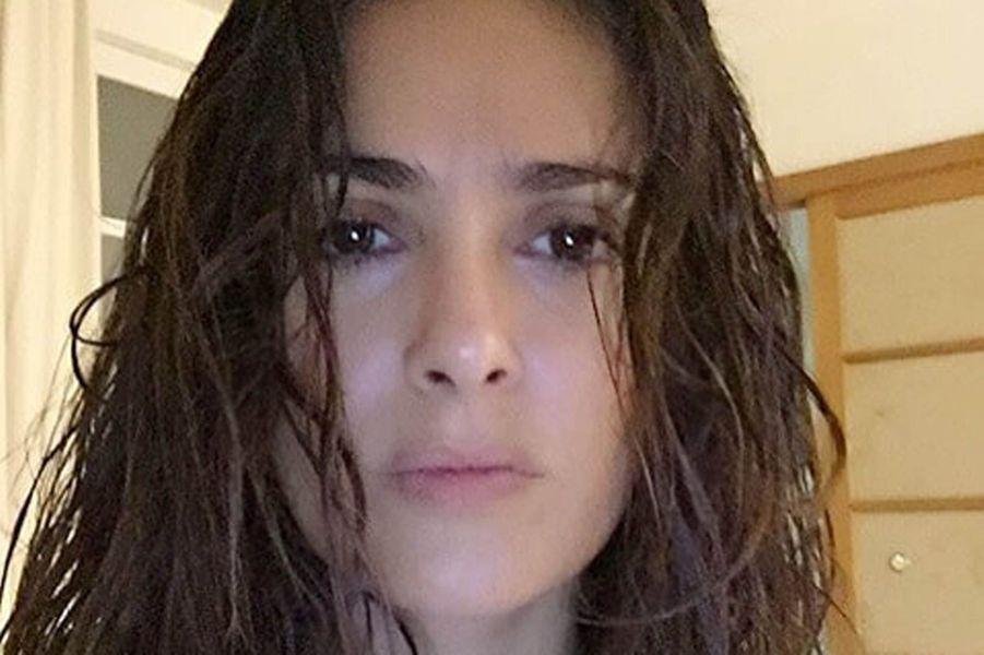 Salma Hayek, au naturel après une douche.