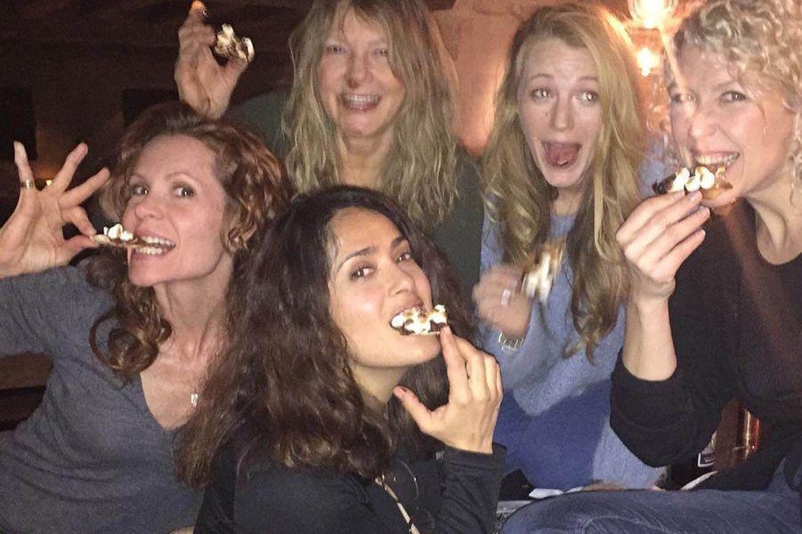 Salma Hayek avec Blake Lively et des amies.