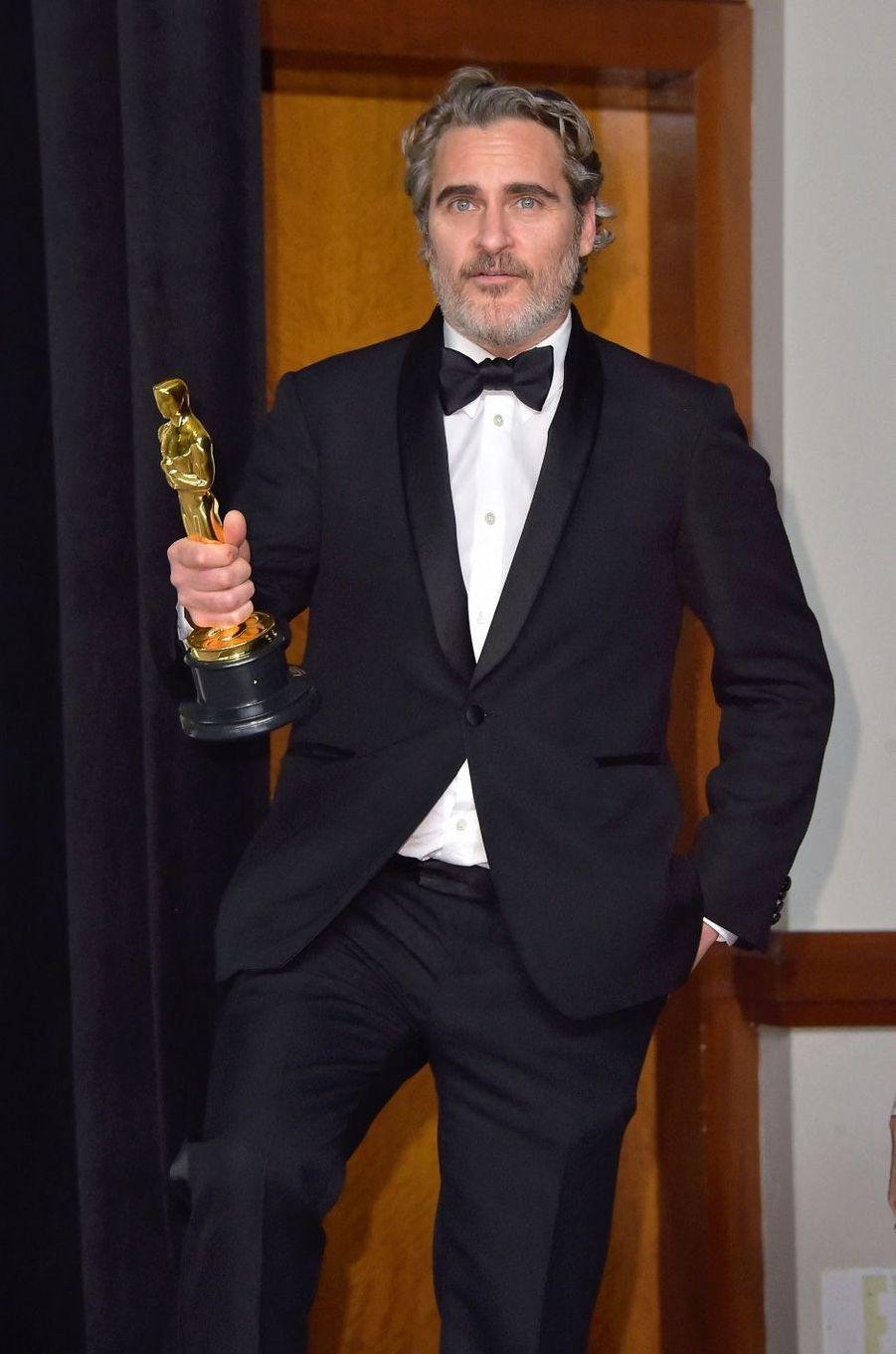 Joaquin Phoenix ne cache pas son côté activiste et s'engage notamment pour la cause animale. Lors de son discours aux Oscars en 2020, il appelait à une prise de conscience et un plus grand respect des animaux. Lui aussi a usé de ses talents de producteur pour réaliser un documentaire dénonçant les conditions dans lesquelles sont traités les animaux, particulièrement dans les abattoirs.