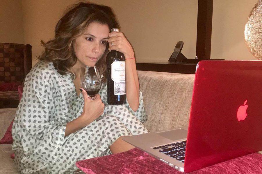Eva Longoria devant une série.