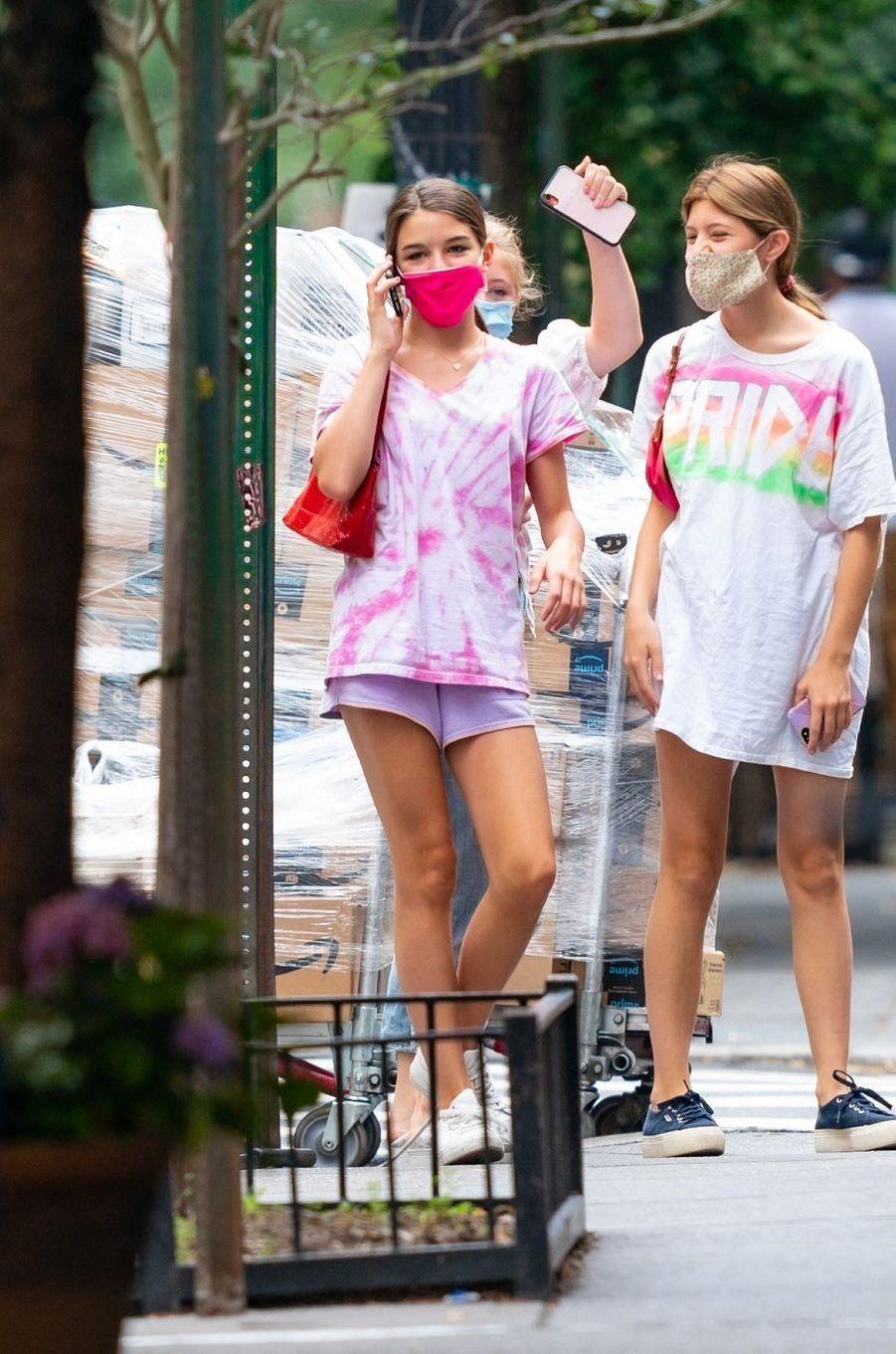 Suri Cruise à New York avec des amies le 15 juillet 2020.