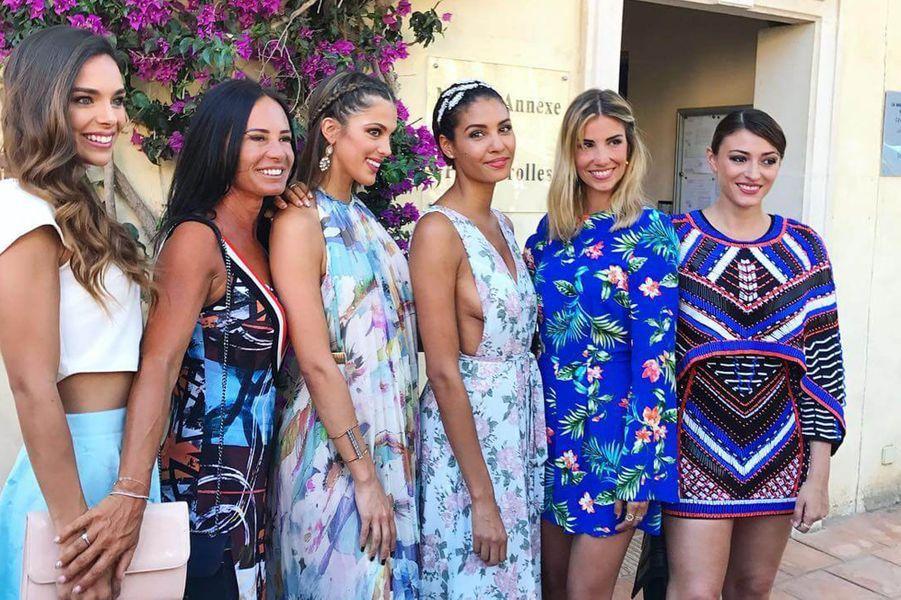 Marine Lorphelin, Iris Mittenaere, Chloé Mortaud, Alexandra Rosenfeld et Rachel Legrain-Trapani au mariage de Sylvie Tellier, juillet 2017.