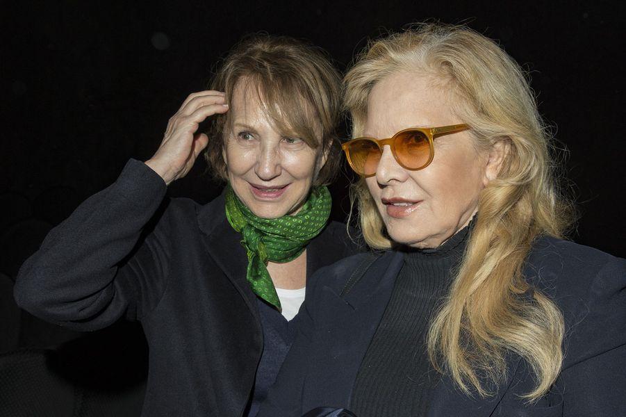 Sylvie Vartan et Nathalie Baye lors de l'hommage à Danielle Darrieux au Max Linder à Paris, le 9 avril 2018.