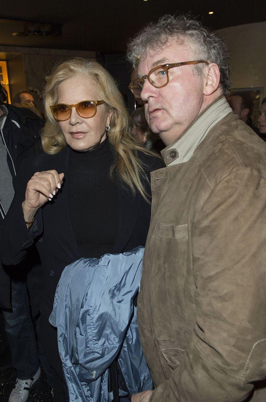 Sylvie Vartan et Dominique Besnehard lors de l'hommage à Danielle Darrieux au Max Linder à Paris, le 9 avril 2018.