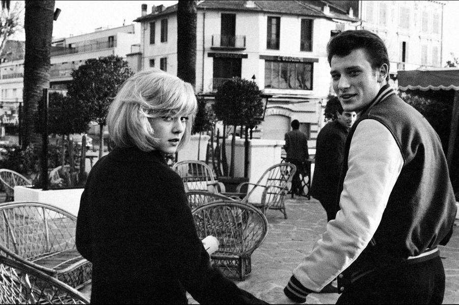 Sylvie Vartan avec son premier amour Johnny Hallyday en 1965.