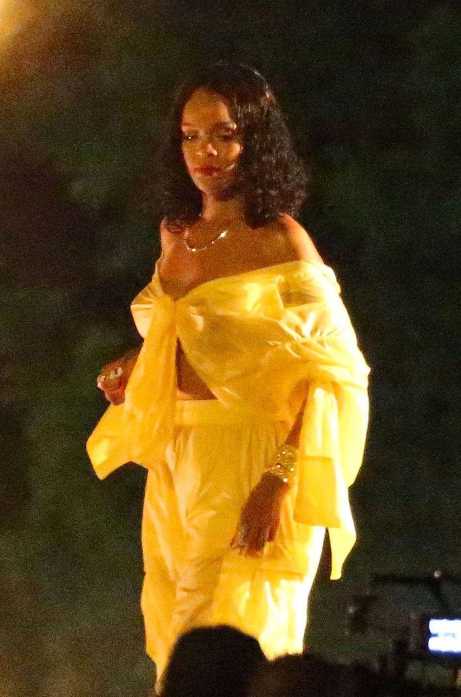 Rihanna tourne un clip à Miami.
