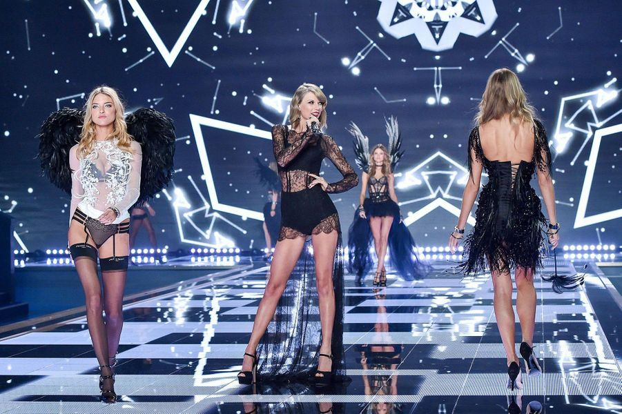Taylor Swift lors du défilé Victoria's Secret à Londres, décembre 2014.
