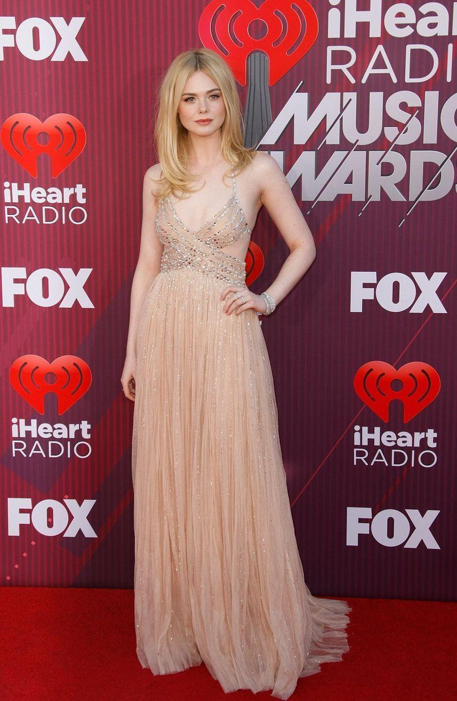 Elle Fanninglors desiHeartRadio Music Awards, le jeudi 14 mars 2019