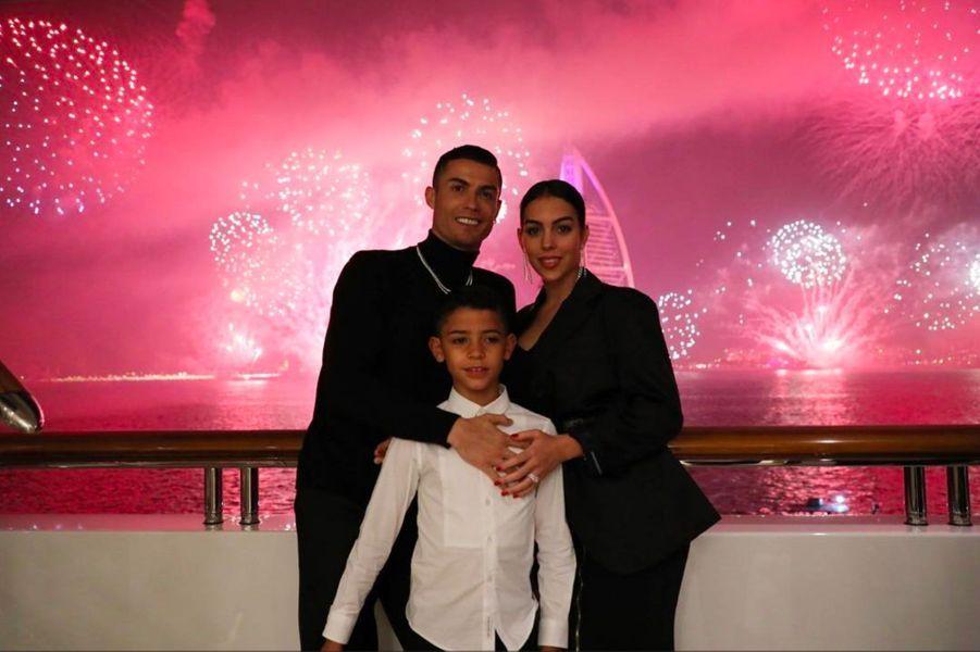 Cristiano Ronaldo avec son fils et sa compagne