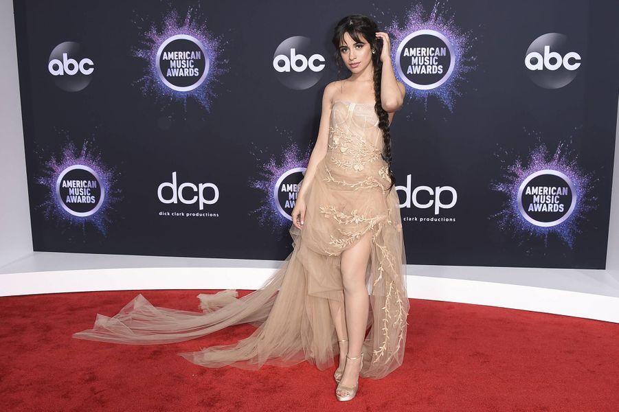 Camila Cabello lors de la cérémonie des American Music Awards dimanche 24 novembre 2019 à Los Angeles.