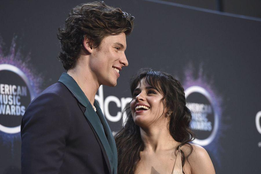 Shawn Mendes etCamila Cabello lors de la cérémonie des American Music Awards dimanche 24 novembre 2019 à Los Angeles.