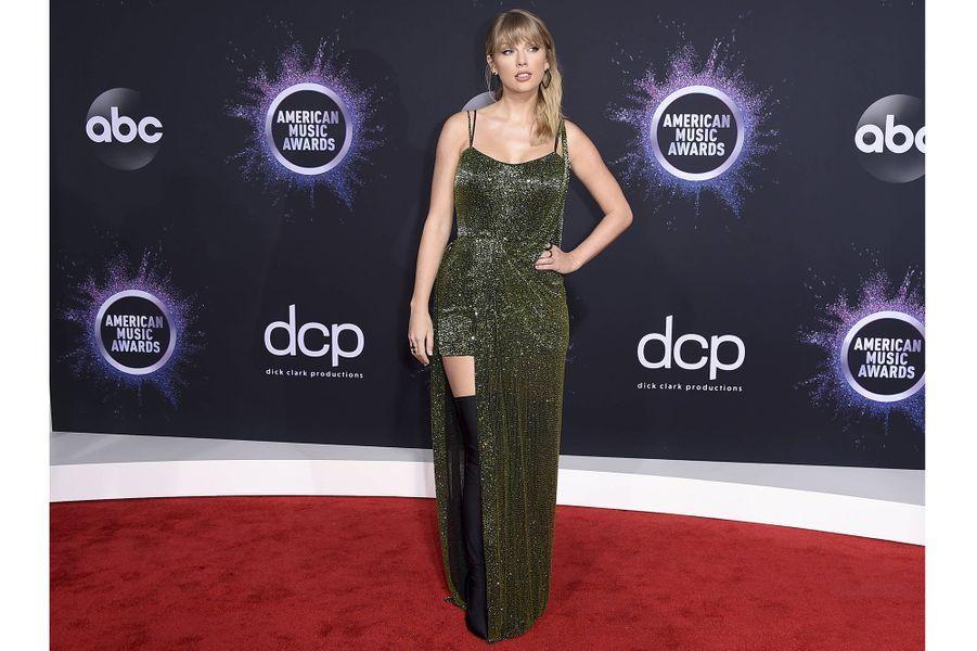 Taylor Swift lors de la cérémonie des American Music Awards dimanche 24 novembre 2019 à Los Angeles.