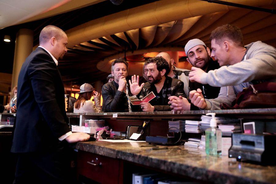 Hanouna et sa bande de chroniqueurs arrivent au Palms Casino Resort Flamingo