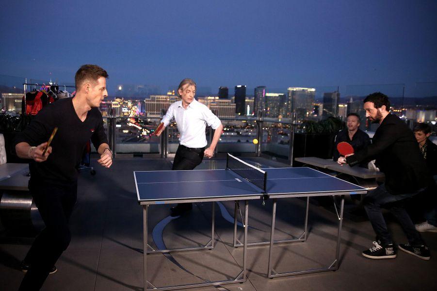 Match de ping pong pour commencer la soirée