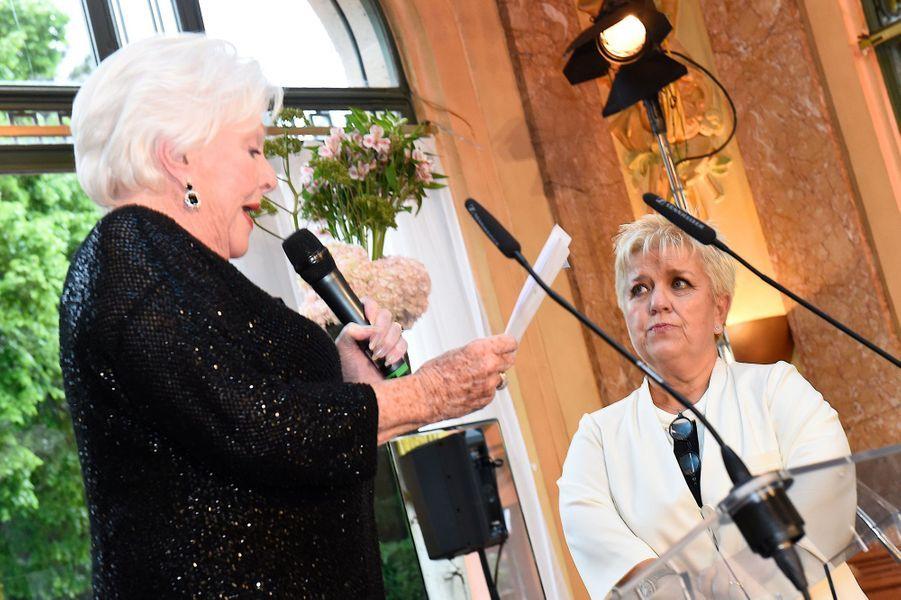 Line Renaud et Mimie Mathy, très émue