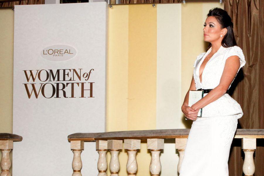 """Egérie de la marque depuis plusieurs années, Eva Longoria à la soirée """"L'Oréal Paris Women of Worth"""" à New York le 2 décembre 2014"""