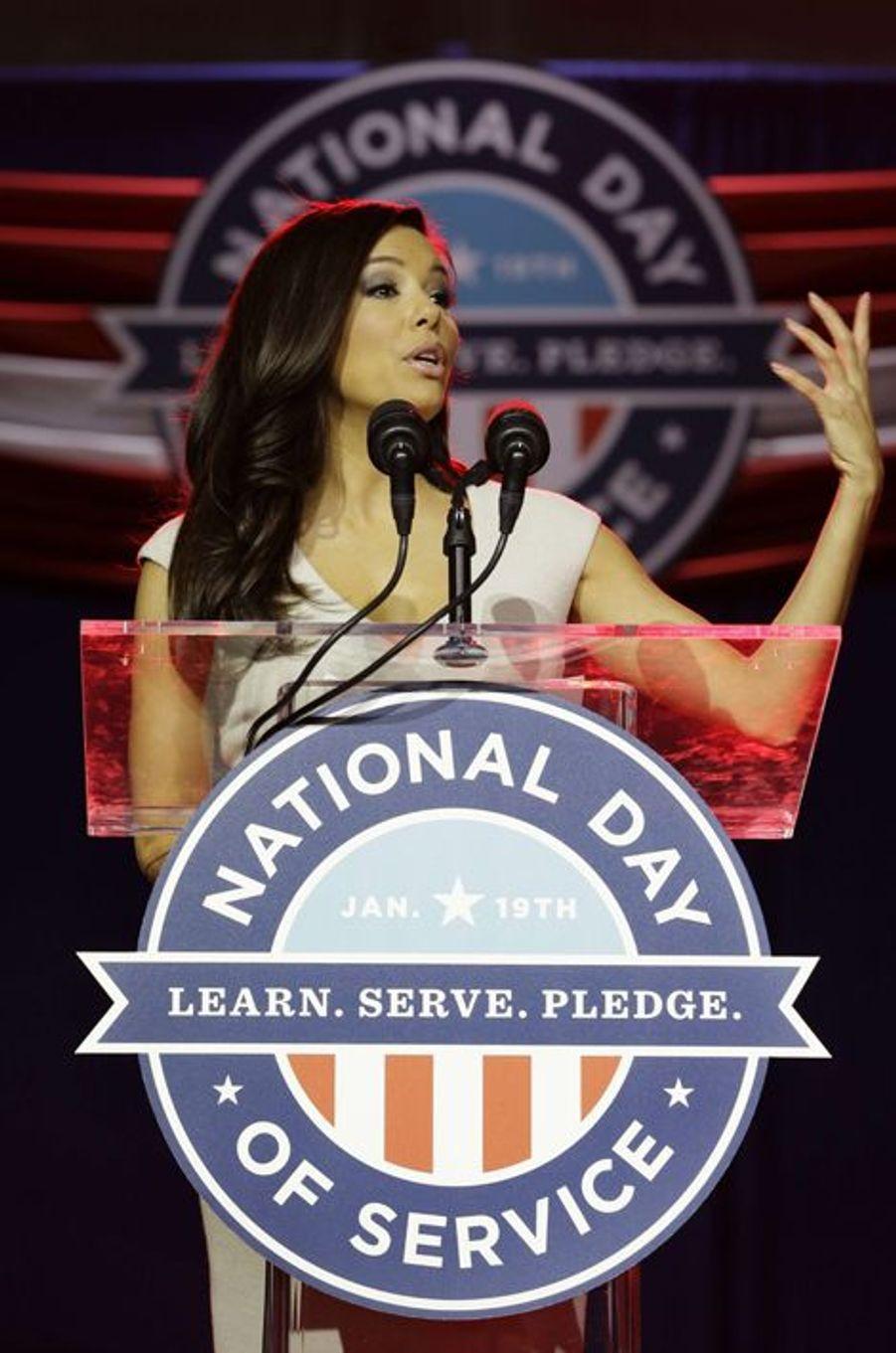 """Eva Longoria inaugure la cérémonie d'ouverture du """"National Day of Service"""" en tant que co-présidente du comité à Washington le 19 janvier 2013"""