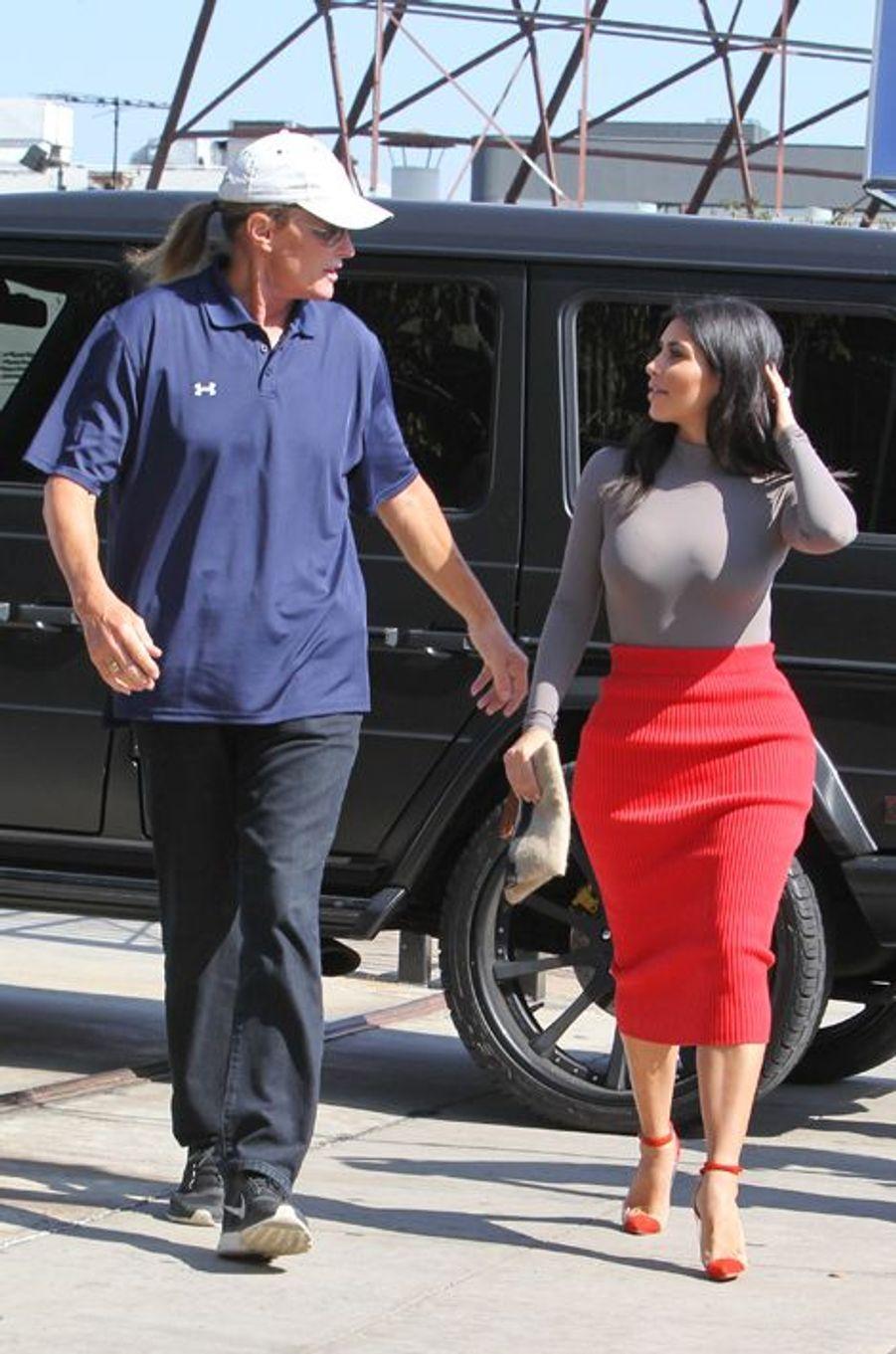 Bruce Jenner avec Kim Kardashian, à Hollywood le 20 octobre 2014