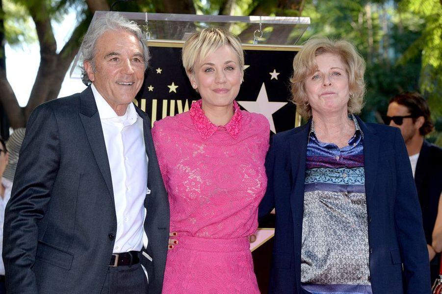 Kaley Cuoco et ses parents, Gary et Layne Ann, à Los Angeles le 29 octobre 2014