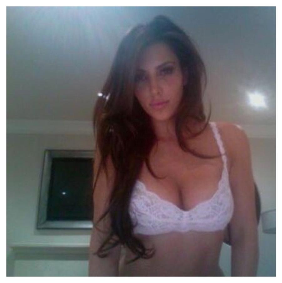"""Kim Kardashian. Accro aux """"selfies"""", elle publie l'album """"Selfish"""""""