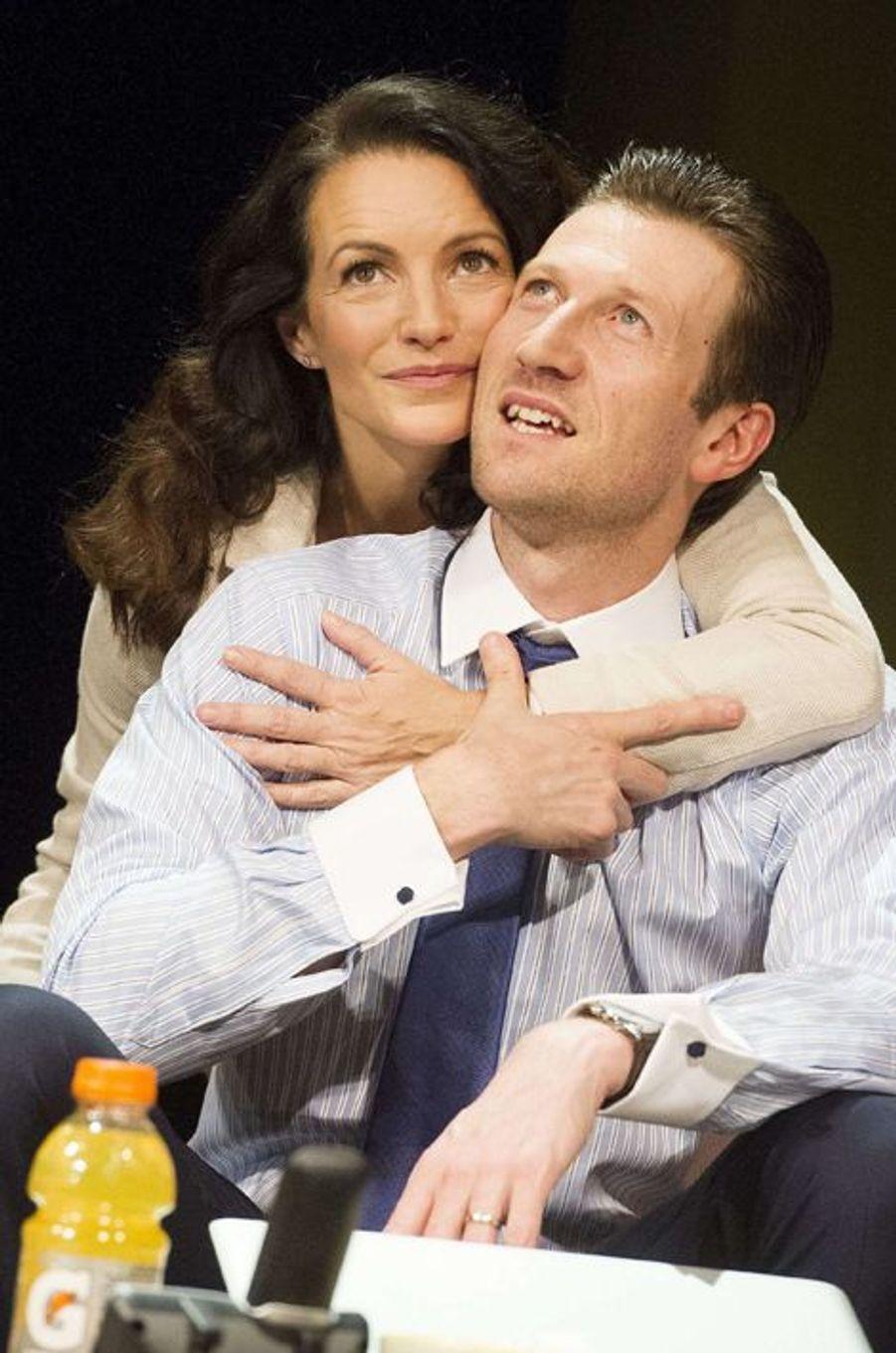 """Dans la pièce """"Liaison Fatale"""" jouée aux côtés de Mark Bazeley, à Londres en mars 2014"""