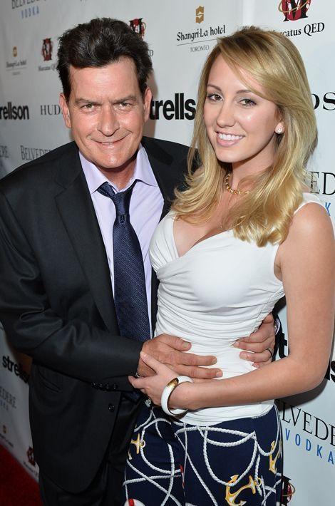 Avec Brett Rossi, une star du X qu'il avait demandée en mariage en 2014. Le couple avait rompu quelques mois plus tard.