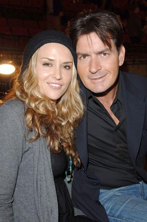 Avec Brooke Mueller, dont il a divorcé en 2011. L'ex-couple est parent de jumeaux, Bob et Max.